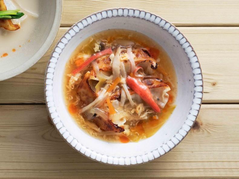 焼餃子の酸辣湯スープ