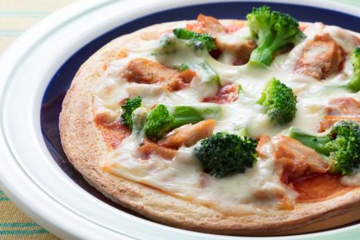 鶏肉とブロッコリーのトマトピザ_2