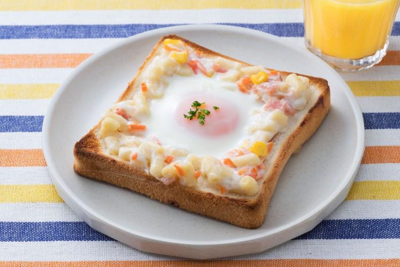マカロニサラダのエッグトースト